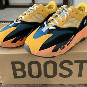 adidas Yeezy Boost 700 Sun Size 9 for Sale in Irvine, CA