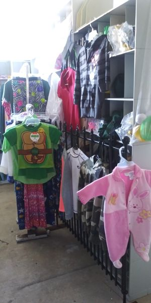 35 kids clothes all for Sale in Lake Worth, FL