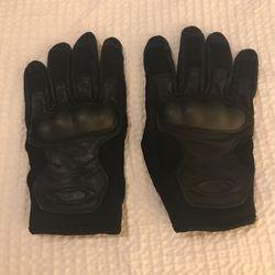 Oakley Tactical Gloves (Medium) for Sale in Ashburn,  VA