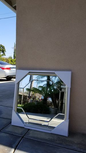 BEAUTIFUL- OCTAGON INLAY DESIGN MIRROR- IN BRAND NEW CONDITION!! for Sale in Upland, CA