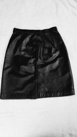 Apostrophe Black Genuine Leather Miniskirt Sz 4 for Sale in DeSoto, TX