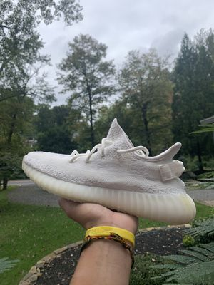 Yeezy Boost 350 V2 Cream size 9 for Sale in Fairfax, VA