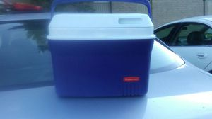 Rubbermaid small cooler for Sale in Upper Arlington, OH