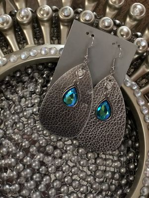 Leather Diamond earrings for Sale in Kilgore, TX