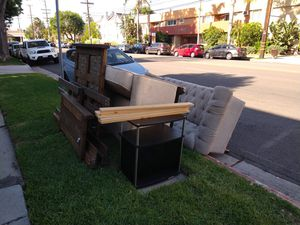 Curb Alert Free Furniture for Sale in Los Angeles, CA
