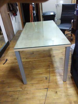 Mesa con vidrio for Sale in Chicago, IL