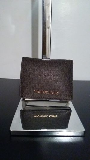 Authentic Michael kors woman's wallet. for Sale in Corona, CA