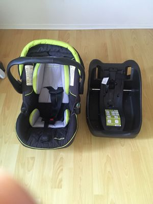 Eddie Bauer car seat with base for Sale in San Diego, CA