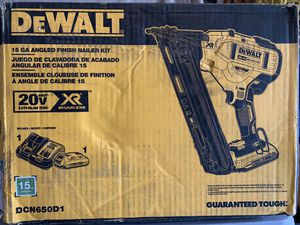 DEWALT 20-Volt Max Cordless 15-Gauge Finish Nailer w/ 2.0ah battery & charger - NEW for Sale in Spring, TX