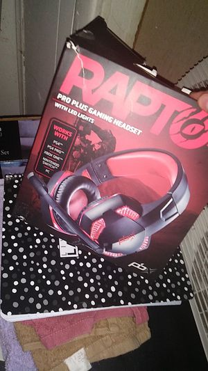 Never warn brand new with led lights PS4 Xbox one pro plus gaming headset(delivery available) for Sale in Camden, NJ