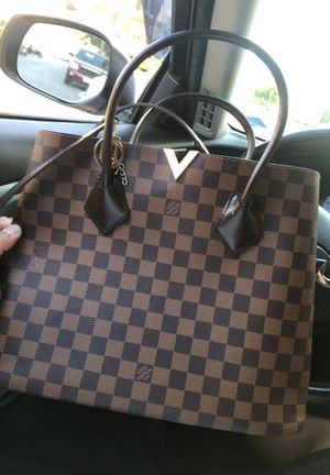 Louis vuitton bag basically brand new worth $2800 for Sale in Methuen, MA
