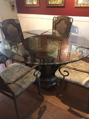 Dining table - round for Sale in Clearwater, FL