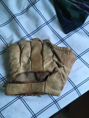 Antique baseball glove for Sale in Selma, AL