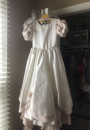 Cheri bridal girls dress size 8 for Sale in Woodbridge, VA