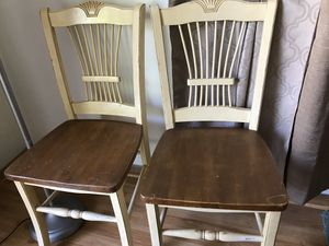 Kitchen table with chairs for Sale in Milwaukee, WI