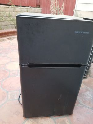 Black and Decker mini fridge for Sale in Los Angeles, CA