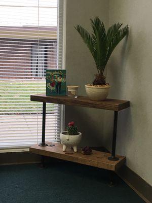 Cute corner shelf for Sale in Columbus, OH