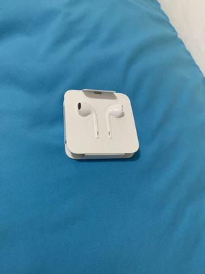 Brand new apple earbuds for Sale in Warren, MI