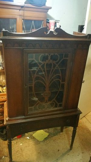 Antique china cabinet for Sale in Queens, NY