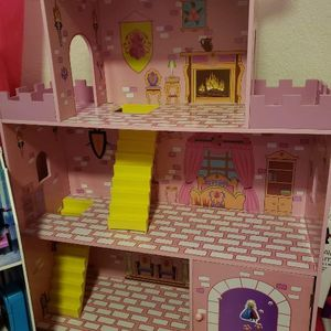 Girls doll House! for Sale in Fresno, CA
