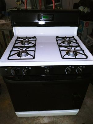 Ge gas stove and over the range microwave for Sale in Dallas, GA