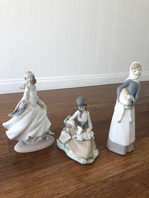 LLADRO Antique 3 Figurine Bundle for Sale in Woodland Hills, CA