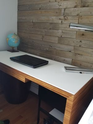 desk and lamp for Sale in Westchester, IL
