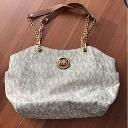 Micheal Kors White Purse with Gold Chain for Sale in Niles,  IL