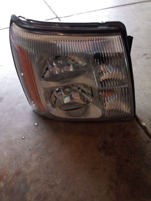 2005 Cadillac escalade left headlight for Sale in Charlotte, NC