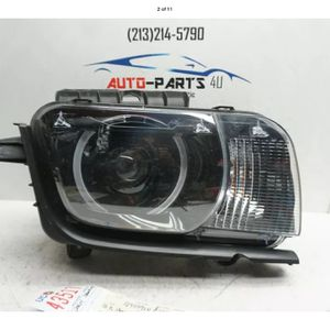 2010 2013 CHEVROLET CAMARO RIGHT PASSENGER XENON HEADLIGHT OEM 2012 2011 UC43517 for Sale in Lynwood, CA