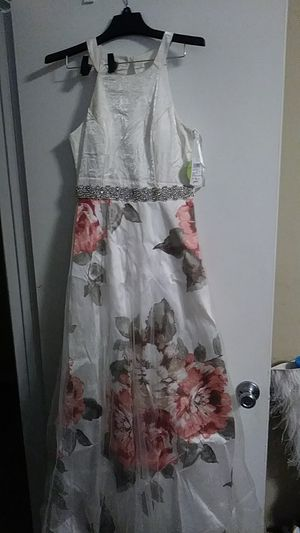 Beautiful Floral print dress brand new never worn for Sale in Stone Mountain, GA