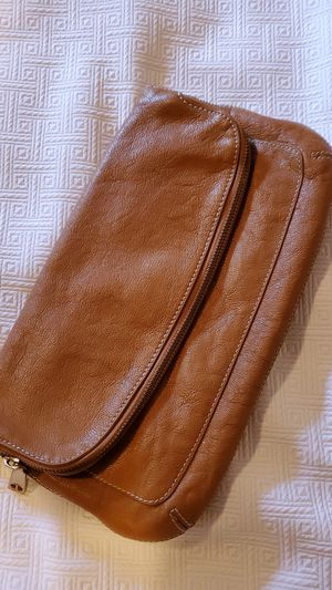 Beautiful Tan Leather TALBOTS Clutch/Lg.Wristlet (missing strap) for Sale in Middleburg Heights, OH