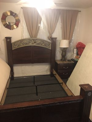 Wooden Queen bedroom set for $500 for Sale in Chicago, IL