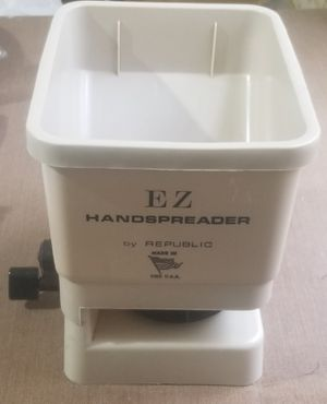 E Z Handspreader by Republic made USA for Sale in Three Rivers, MI