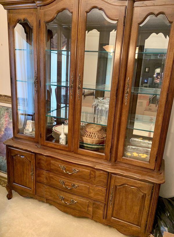 Thomasville dining room set.