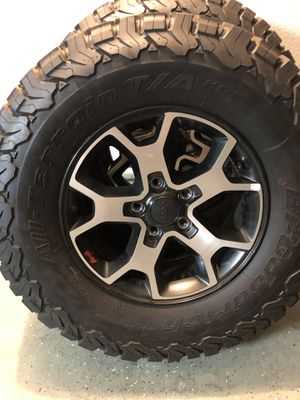 Jeep Rubicon wheels and tires for Sale in Ontario, CA