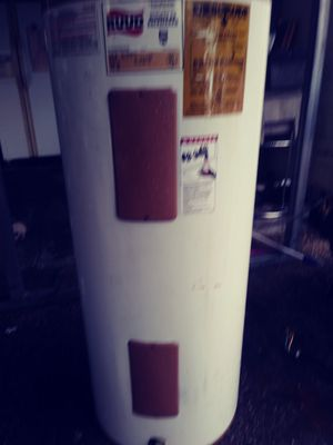 Ruud Hot Water Heat 40 gal for Sale in Winter Haven, FL