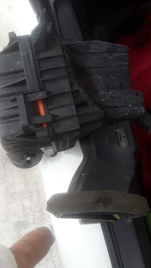 GM / GMC OEM Air Cleaner Intake Filter Box Housing for Sale in Hollywood, FL