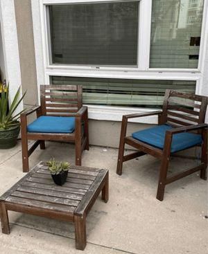 Patio Set (chairs and table) for Sale in Anaheim, CA