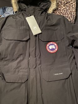 Black Canada Goose Expedition Parka Fur Hood Size Large for Sale in Minneapolis,  MN