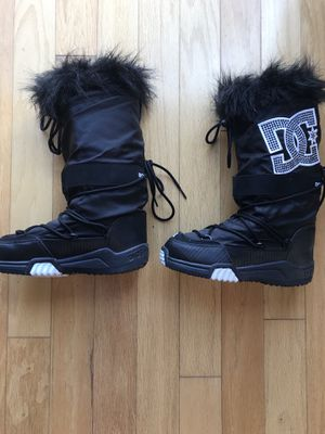 DC shoes- chalet snow boot sz 6 for Sale in Prineville, OR