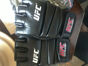 Ufc gloves for Sale in Lancaster, CA