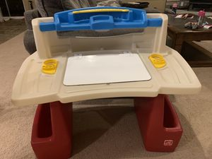 Step 2 brand kids desk for Sale in Sandy, OR