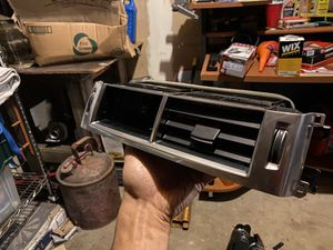 Vent Louver Land Rover (LR109226) (Broken) for Sale in Federal Way, WA