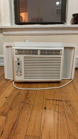 Window AC unit frigidair for Sale in Chicago, IL