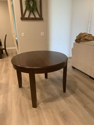 Round wood dining table for Sale in Menifee, CA