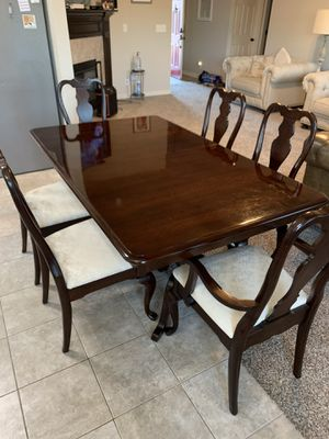 Beautiful dining table with 8 chairs and two leaves for Sale in Broken Arrow, OK