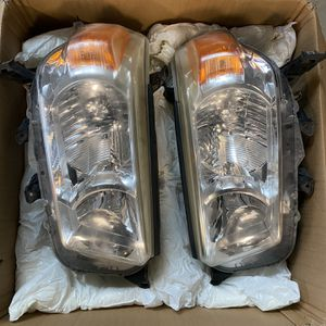 2010-2013 OEM Headlights for Sale in Joint Base Lewis-McChord, WA