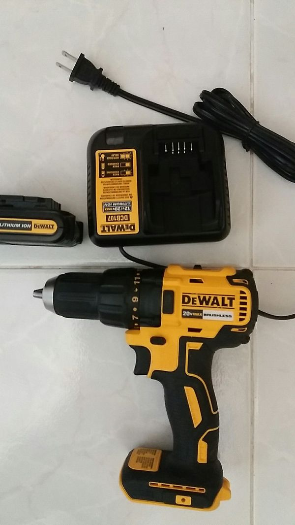 Dewalt 20 v max brushless comes with battery and charger