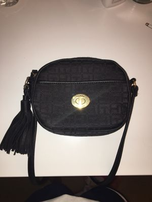 Tommy Hilfiger Crossbody for Sale in Falls Church, VA